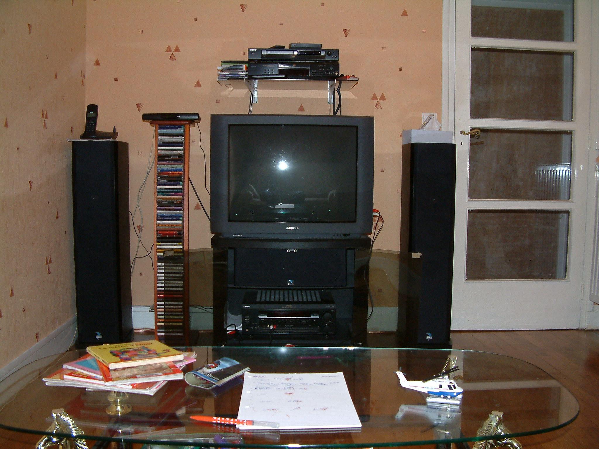 Meuble Bas Pour Plasma 29789632 Sur Le Forum Supports  # Meuble Tv Avec Emplacement Pour Enceinte Centrale