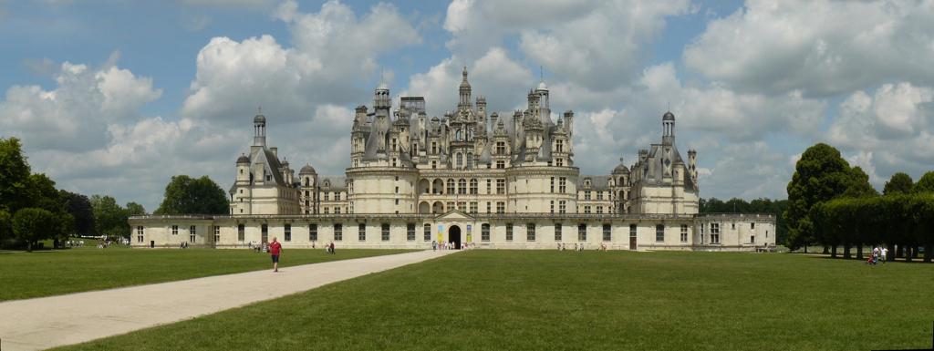Chateau_de_Chambord_pano_reduit.jpg